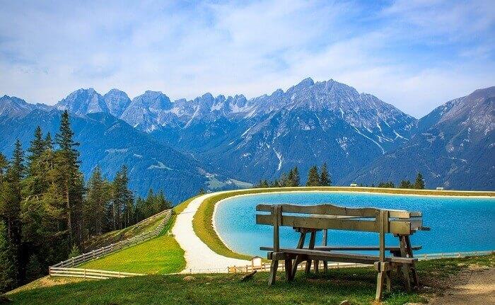 いい天気の湖と山