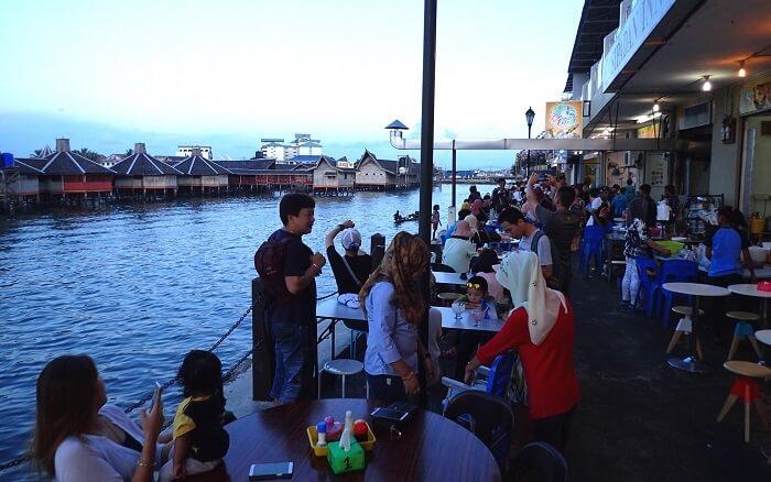 センポルナの港のレストラン通り (1)