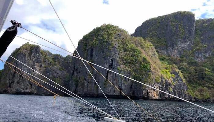 エルニドの岩山島(ボートから)