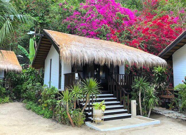 ガーデンコテージの茅葺き屋根
