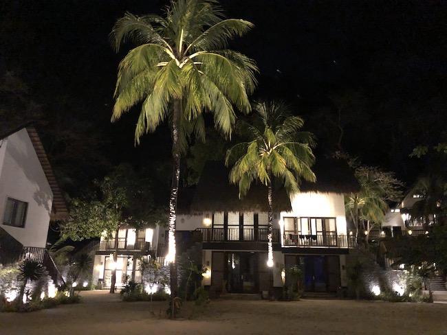 夜のミニロック島
